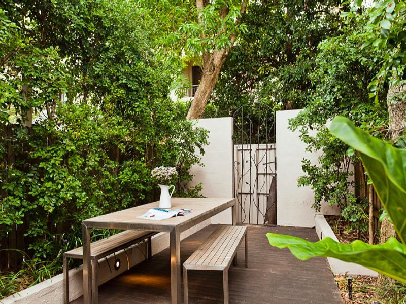 8 Small Gardens That Will Inspire You In Any Season: Backyard Designs