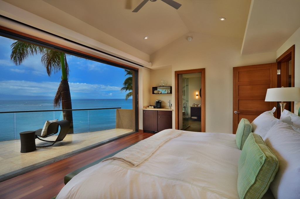 hawaiian bedroom of kahana house beachside in hawaii 452