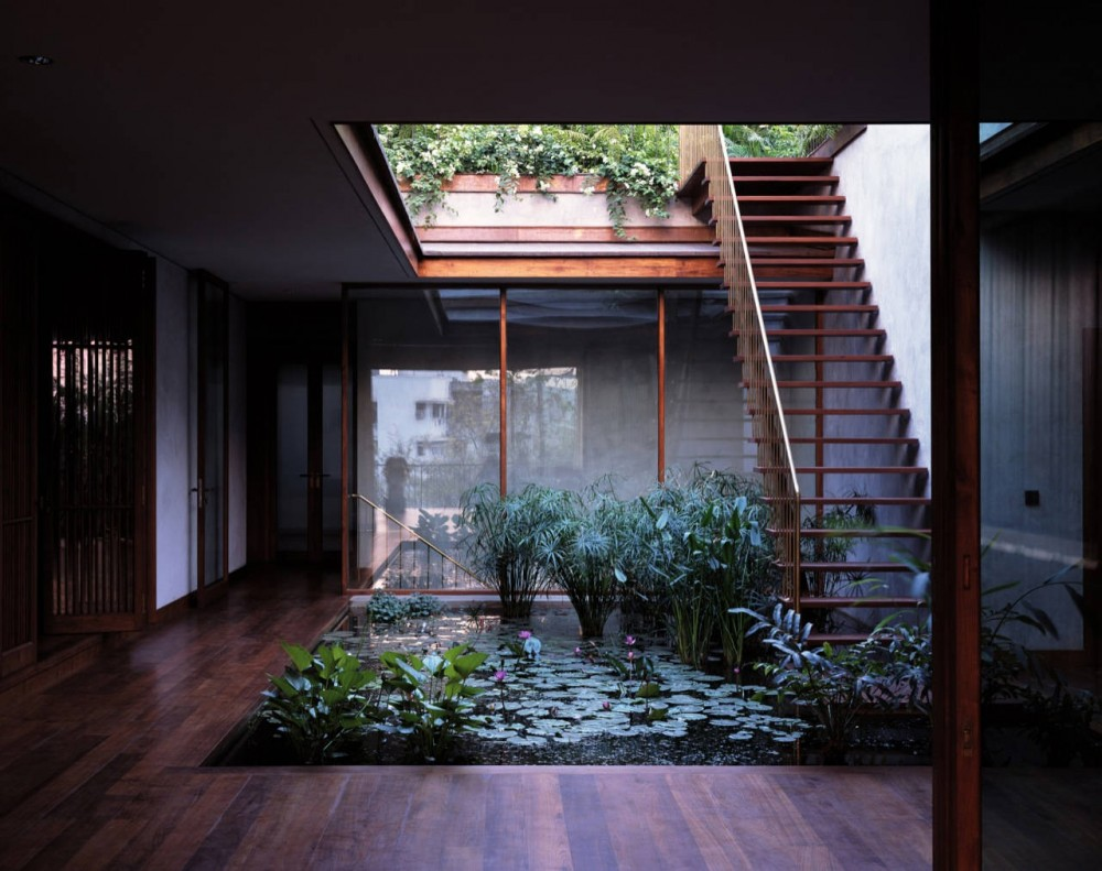 Serene House with Courtyard Pond on Courtyard Pond Ideas id=19643