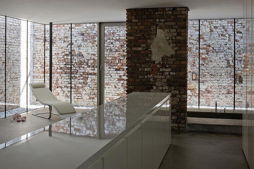 raw look loft in d sseldorf. Black Bedroom Furniture Sets. Home Design Ideas