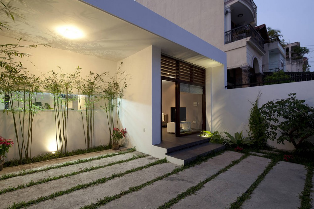 Home Design Entrance Ideas: A Fresh Home With Open Living Area & Internal Courtyard