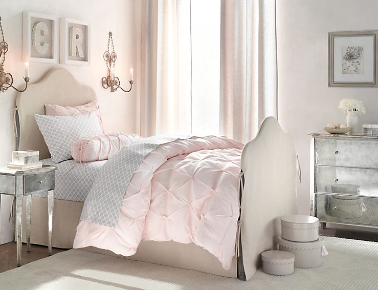 Cream pink girls room | Interior Design Ideas.