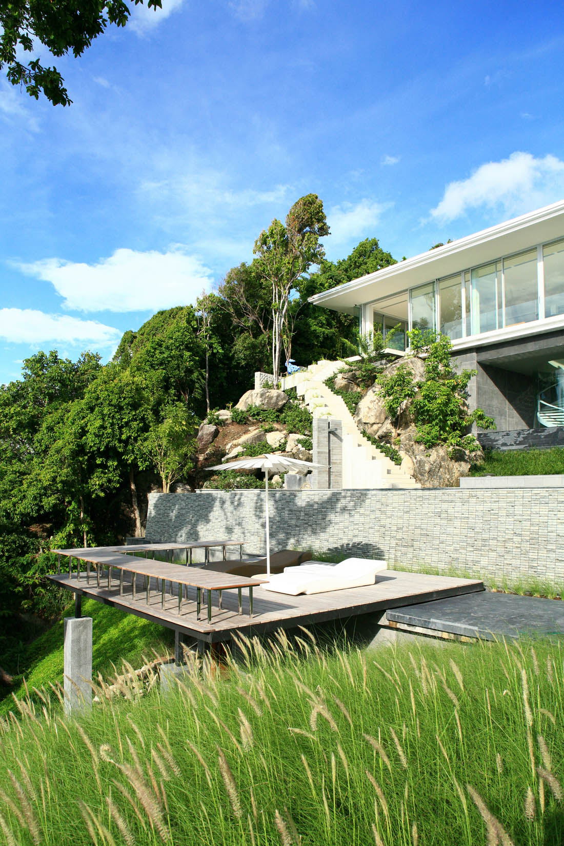 Cantilever Balcony Design Plans: The Marvelous Villa Mayavee