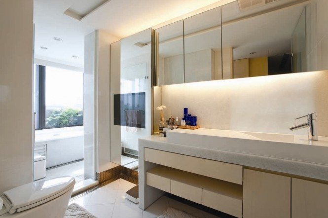 7 Clever Tips For Small And Modern Bathrooms: Fashion Forward Open Plan House