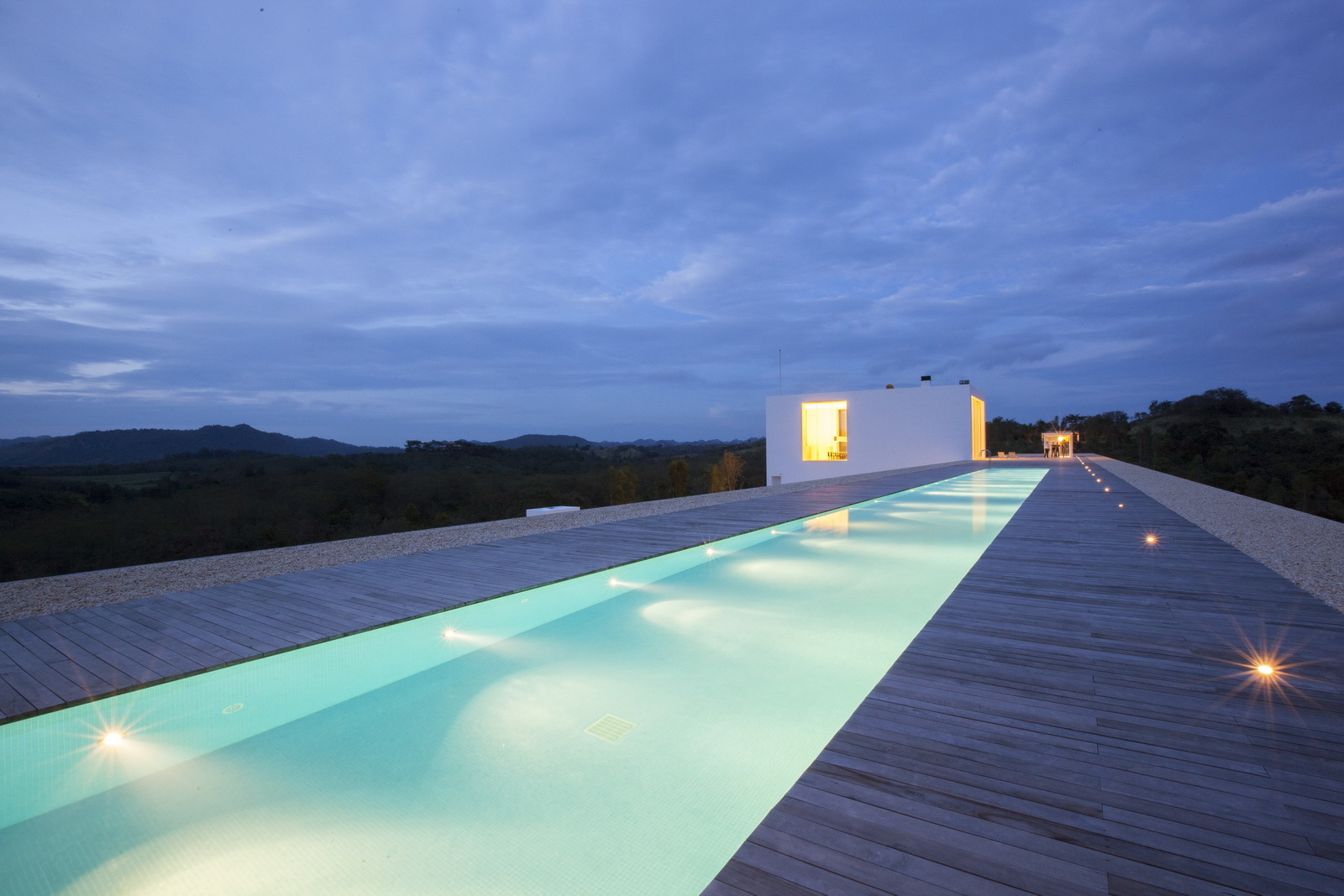 World 39 s longest house 150 meter 492 ft - How far is 50 lengths of a swimming pool ...
