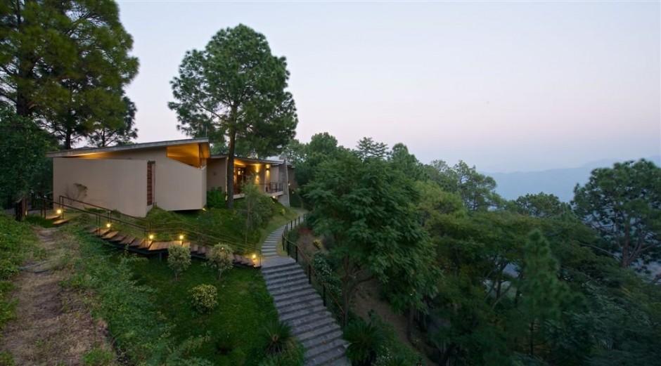 Rajiv saini himalayas house a modern concrete house in the himalayas