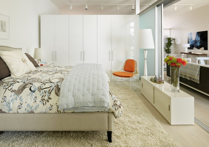 Hip young personal profiles inspire l a loft decor - How to decorate apartment bedroom ...