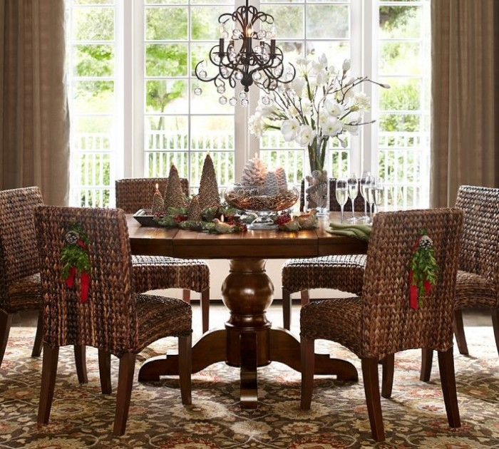 Decorate Your Dinning With These Lovely Christmas Chair: Christmas Centerpieces