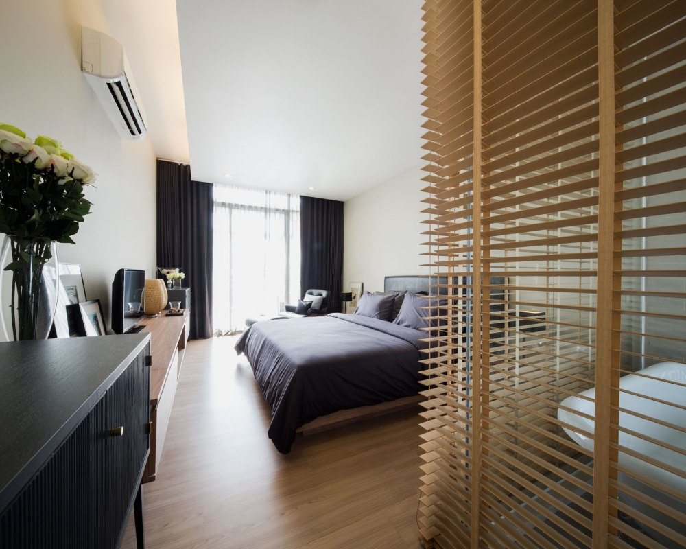 modern townhome in bangkok 39 s fashion district. Black Bedroom Furniture Sets. Home Design Ideas
