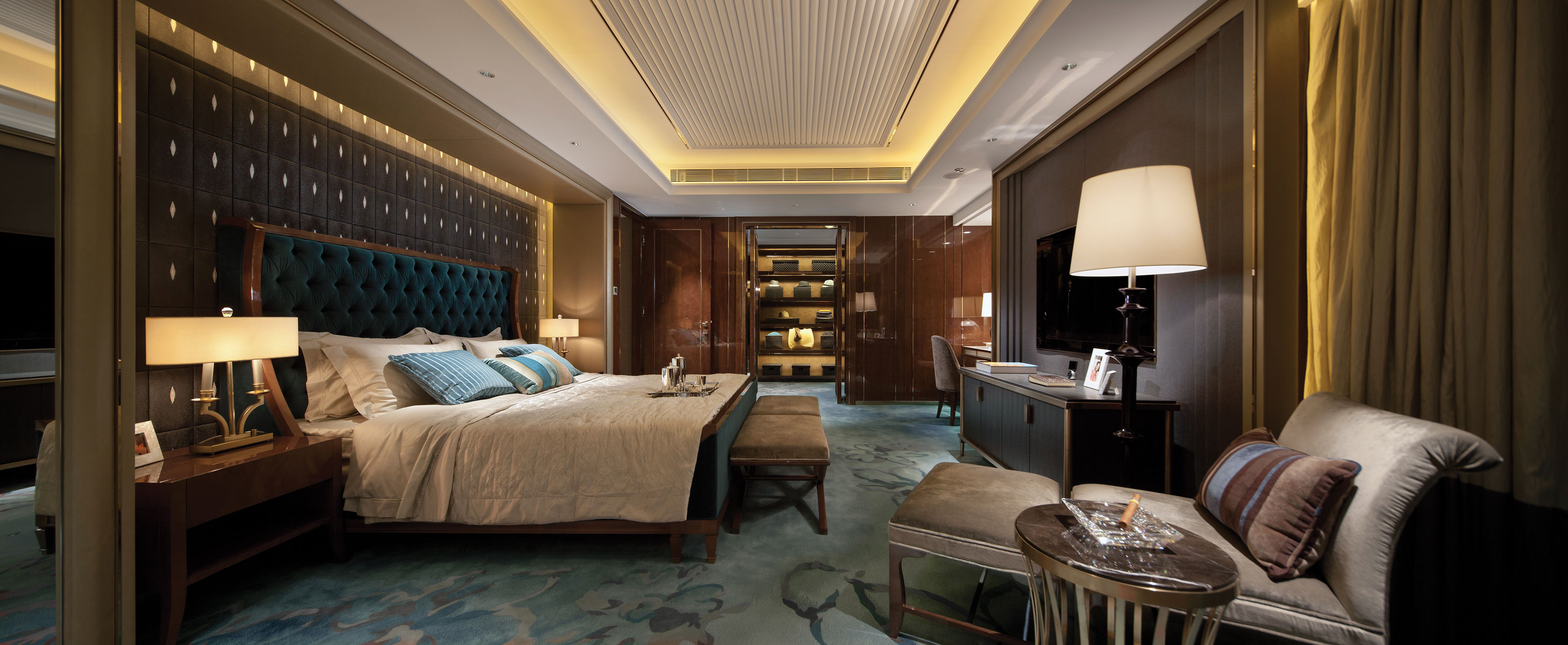 opulent blue and brown bedroom panorama interior design ideas. Black Bedroom Furniture Sets. Home Design Ideas
