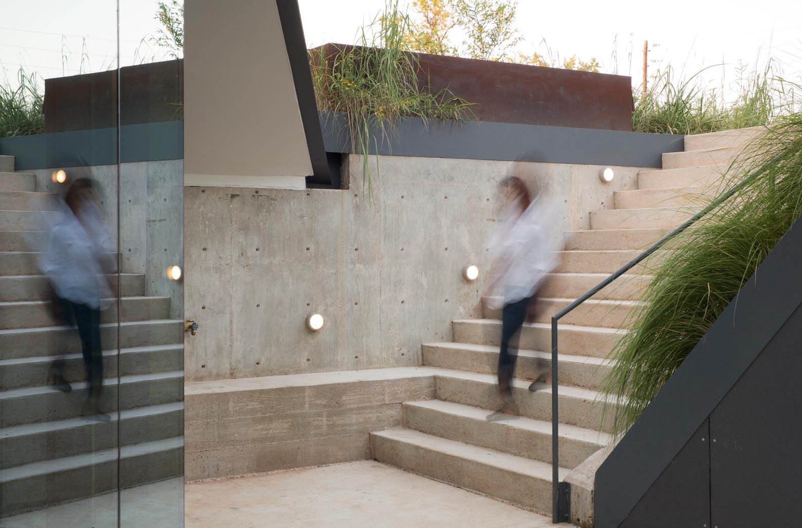 Sunken Pit House Stairwell Interior Design Ideas