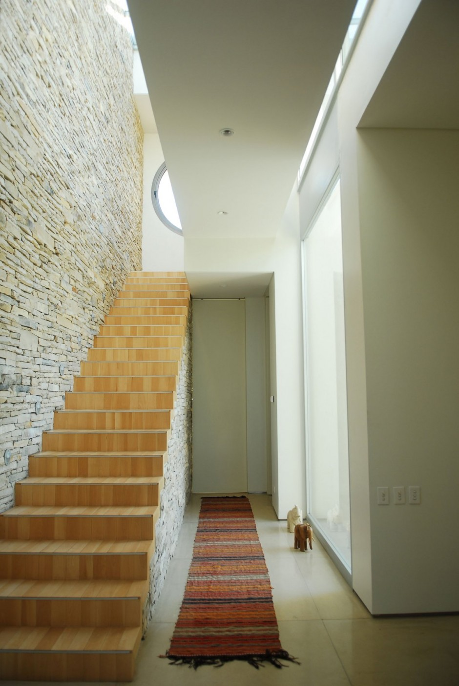 Internal Stairwell In Stone And Wood Interior Design Ideas