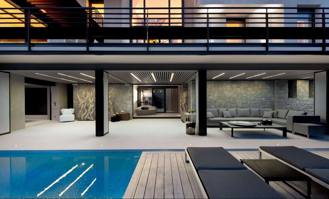 Magnificent villa on france 39 s bay of villefranche for Pool design france