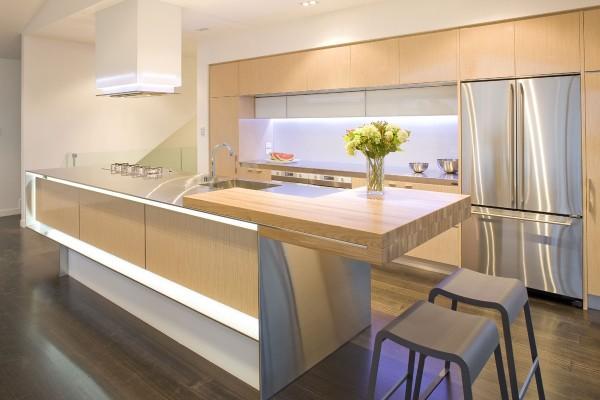 A window backsplash adds extra brightness to this dynamic pink modern kitchen