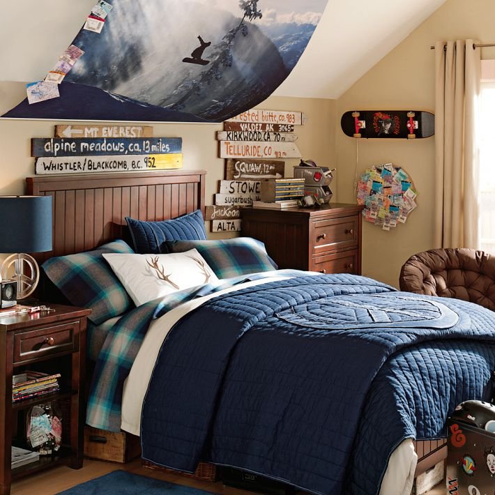 Older boys room snowboarding theme blue and dark wood - Room decor ideas for guys ...