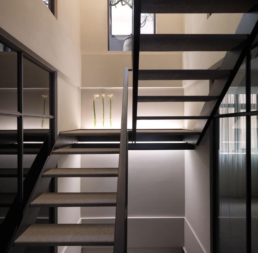 Simple Modern House Designs: Multi-Level Contemporary Apartment