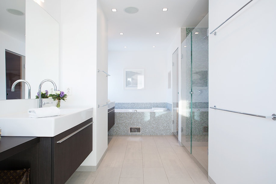 modern swedish villa upstairs bathroom 1 interior design ideas. Black Bedroom Furniture Sets. Home Design Ideas