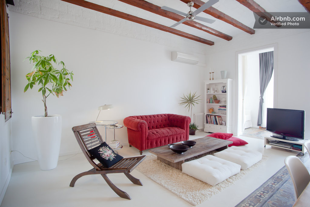 Chic apartment in barcelona 39 s l 39 eixample district - Modern apartment living room ...