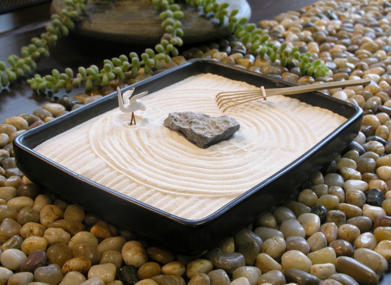 how to make a tiny indoor zen garden. Black Bedroom Furniture Sets. Home Design Ideas