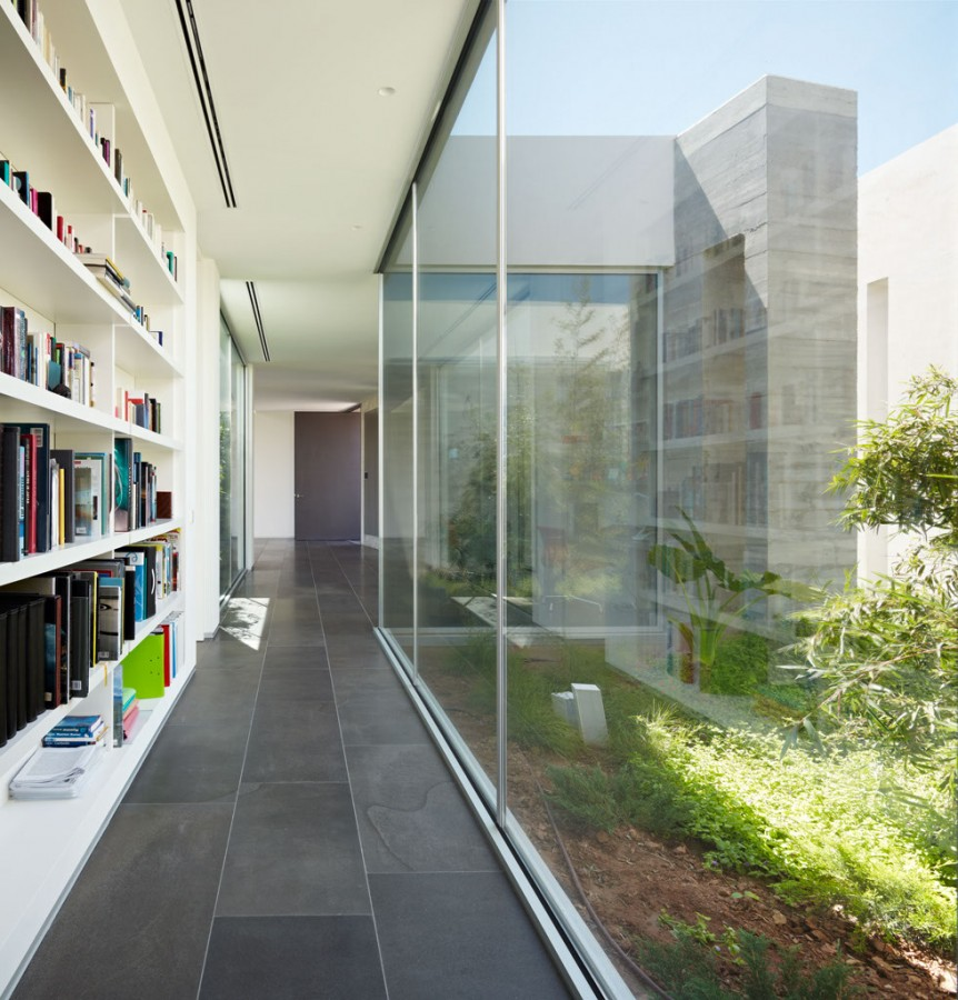 Minimialist house blends easily with natural surroundings - Interior glass wall designs for houses ...