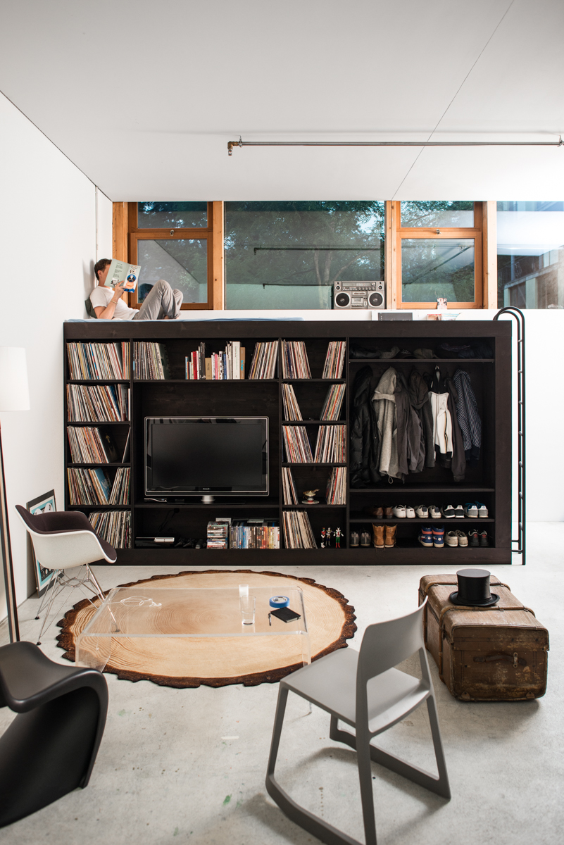 """Small Space Living Room: """"Living Cube"""" Offers Stylish Storage Solution"""