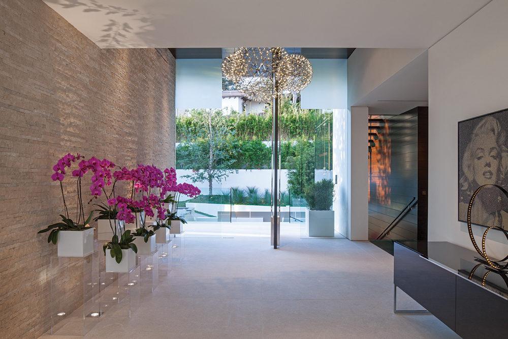 Home Interior Entrance Design Ideas: Feminine Contemporary Entryway