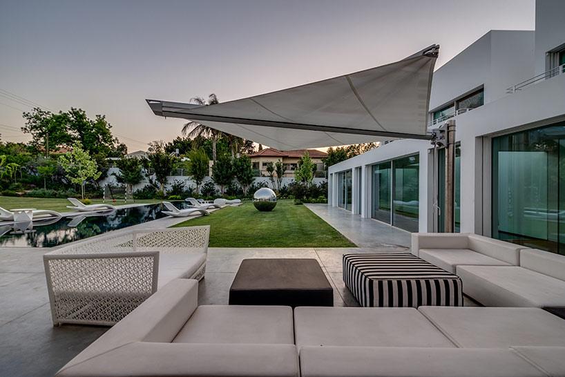 Segmented cubes residence israel