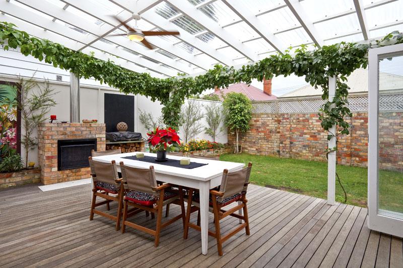 a visual feast of sleek home design. Black Bedroom Furniture Sets. Home Design Ideas