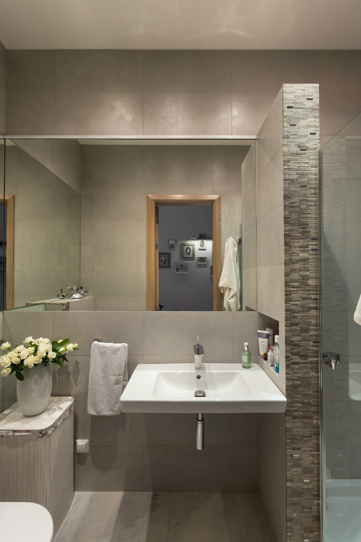 Spacious Apartment With Family Friendly Decor on Apartment Bathroom  id=37289