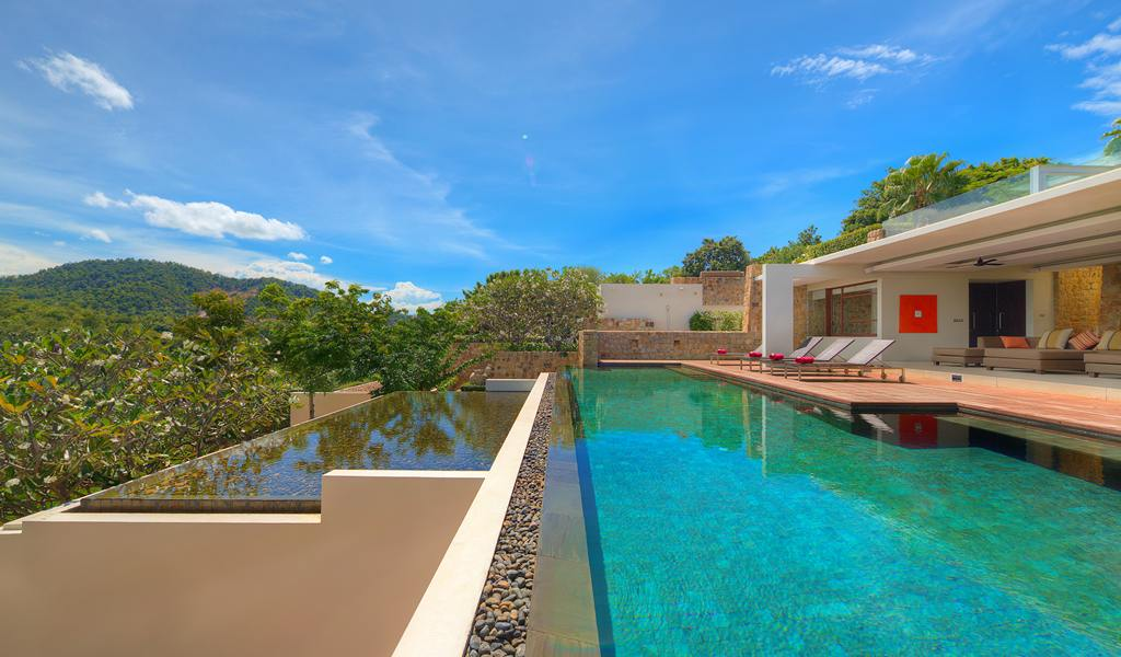 Infinity swimming pool | Interior Design Ideas.