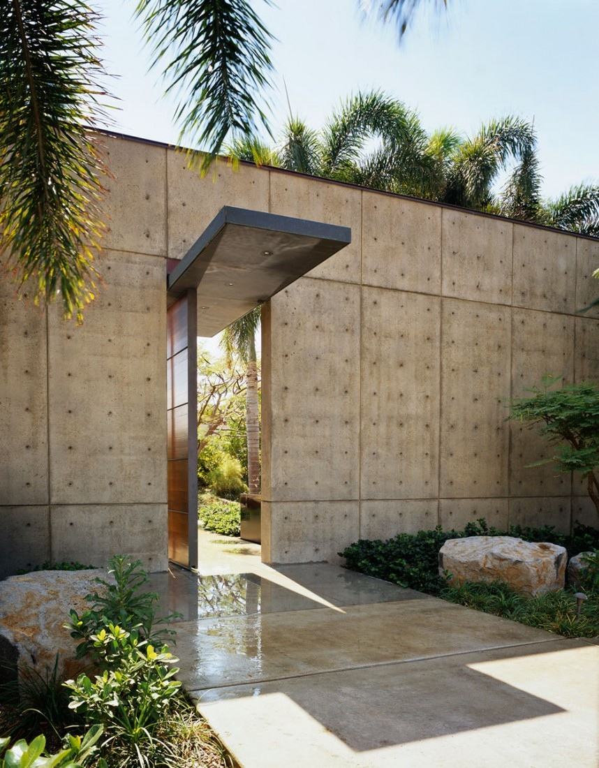 Contemporary Exterior Design With Honed Bluestone Flooring: Beautiful Balinese Style House In Hawaii