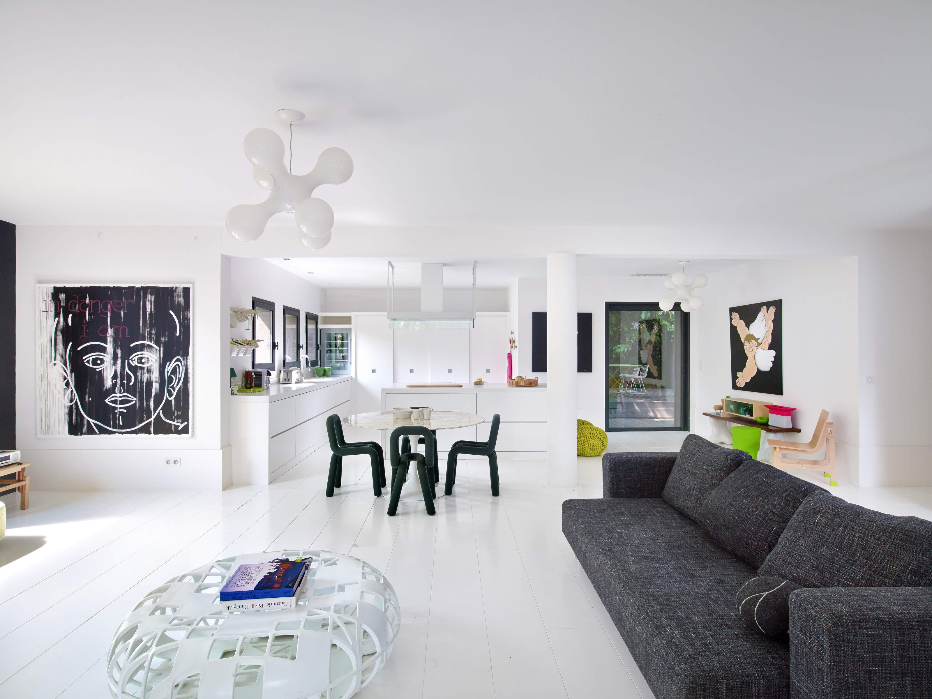 Playfully Modern, Pleasantly Colorful U0026 Beautifully Landscaped Villa In  Saint Raphael, France