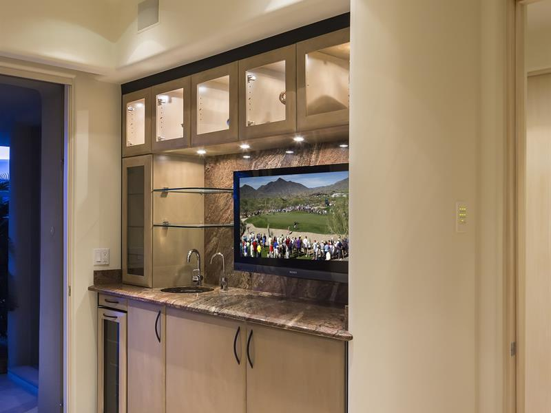 Gorgeous desert mountain retreat with two bedroom guest - Modern home bar ideas ...