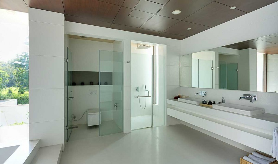 Spacious white bath contemporary new delhi villa with amazing courtyard and water features