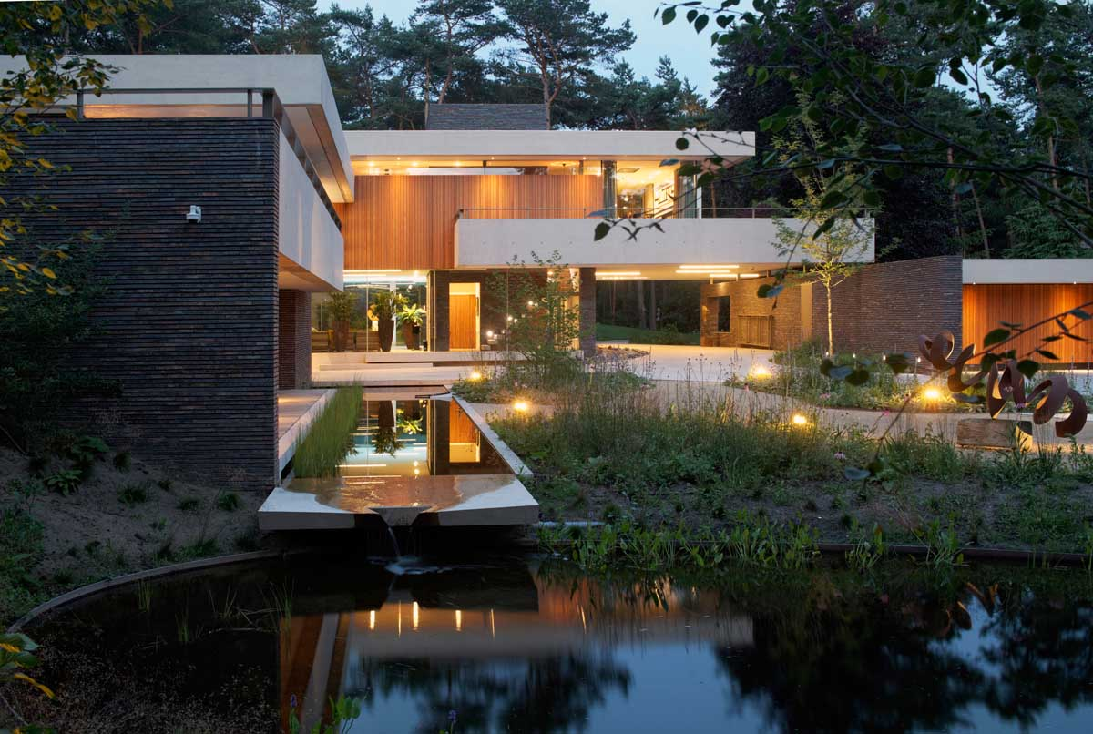 Modern exterior complements its gorgeous natural surroundings - Beautiful home pictures exterior ...
