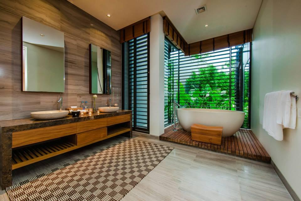 Thai-Style Villa Sarawin with Sweeping Bay Views