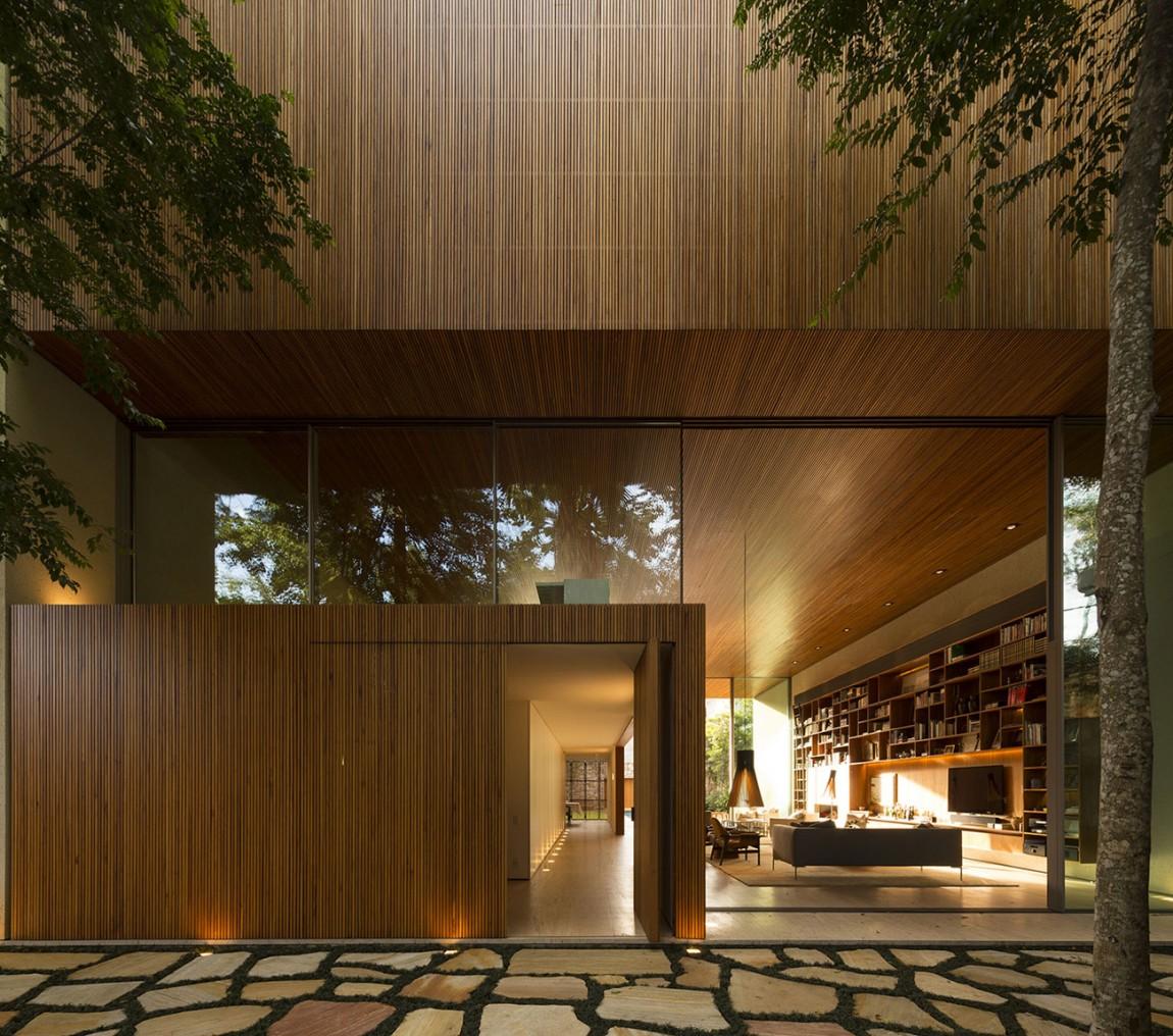 Tetris house a creatively organized modern brazilian home for Casa designer