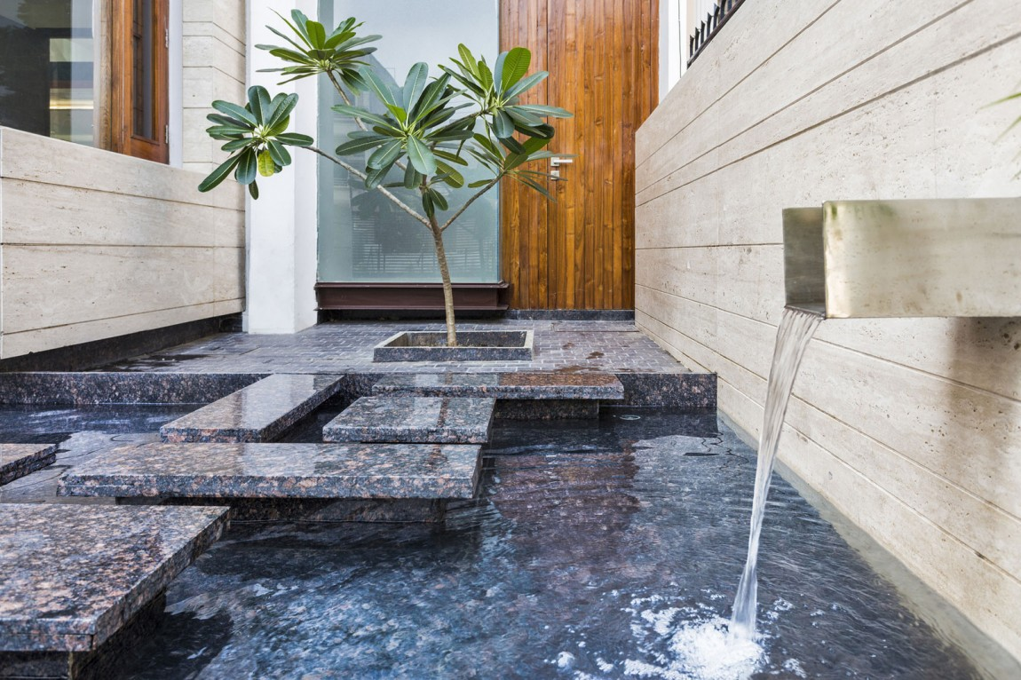 Picture of: A Sleek Modern Home With Indian Sensibilities And An Interior Courtyard