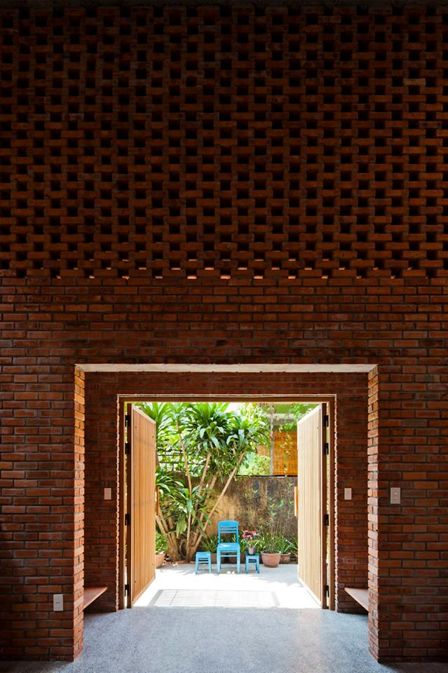A creative brick house controls the interior climate and looks amazing brick patio