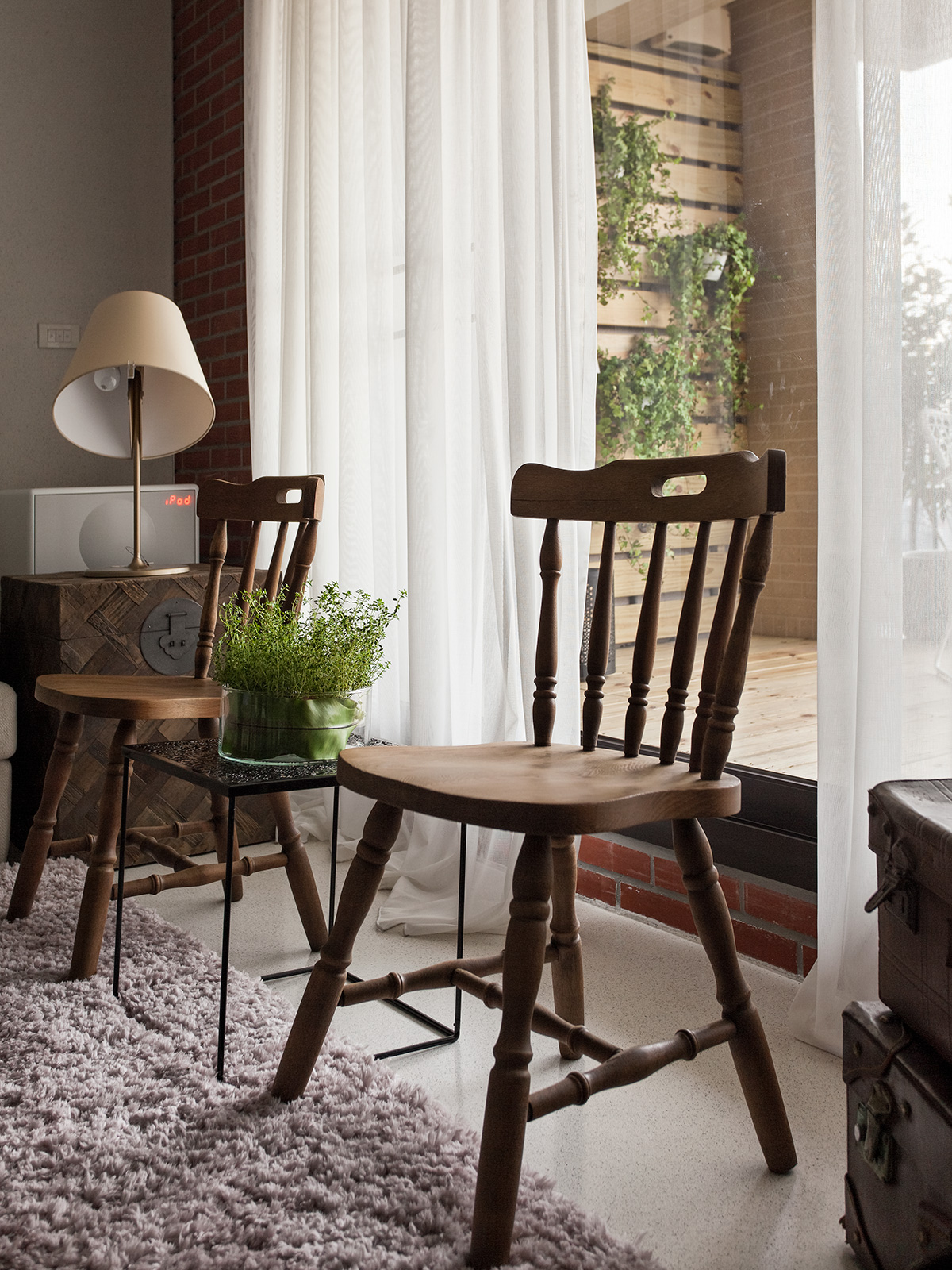 2 Beautifully Modern Minimalist Asian Designs: Antique Chairs In Front Of Window