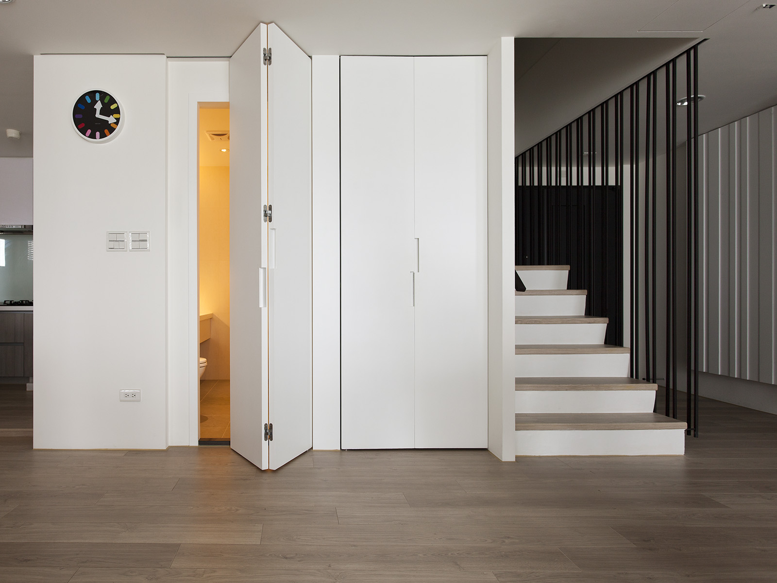 Folding Door Guest Bathroom Interior Design Ideas