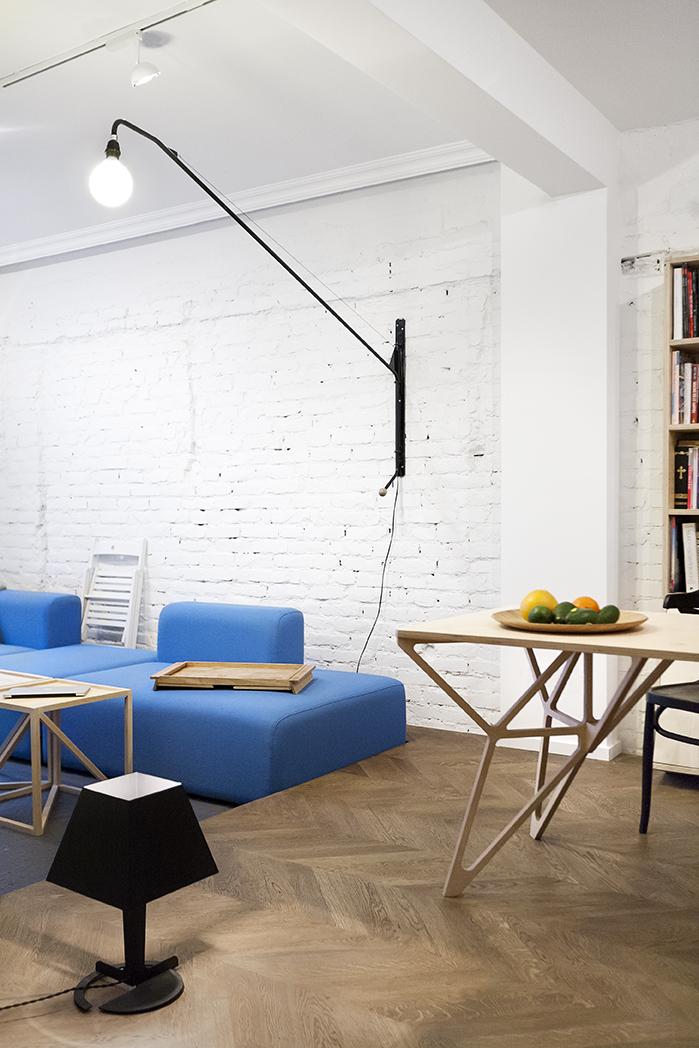 Wondrous Scandinavian Blue Couch Interior Design Ideas Inzonedesignstudio Interior Chair Design Inzonedesignstudiocom