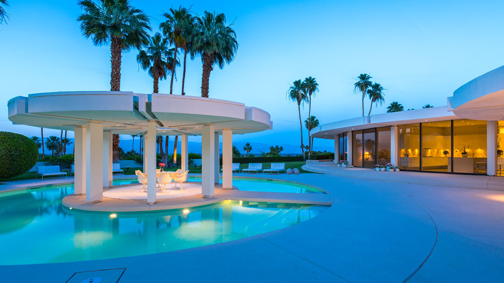 Luxury Southern California Home Celebrates The Endless Summer