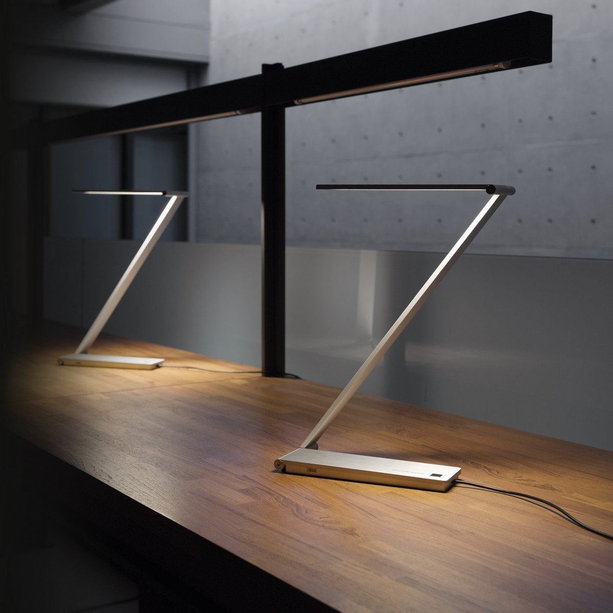 141 Gorgeous Desk Lamp Designs: This Minimalist LED Lamp, The BE Light Uses A Hinge Design