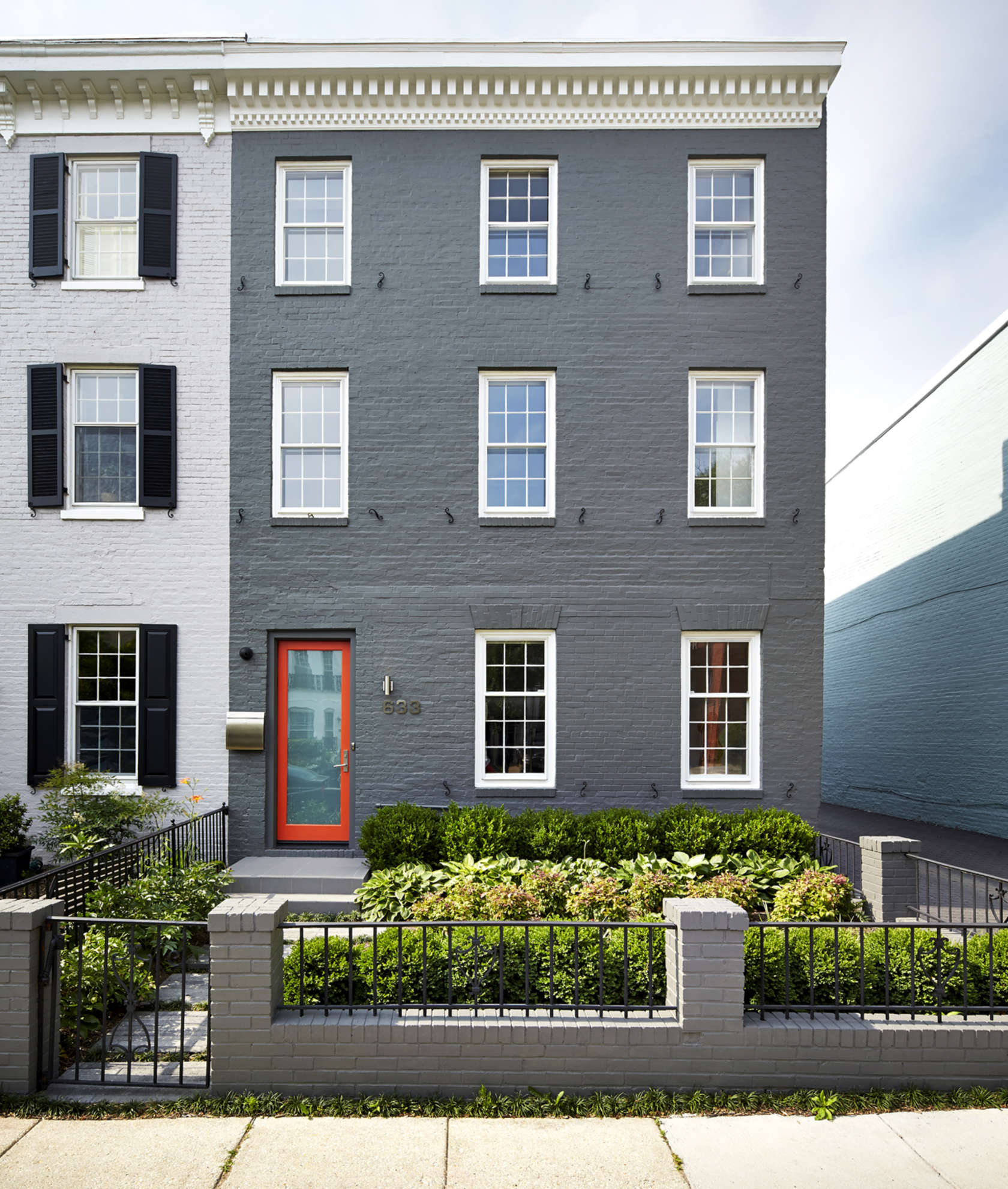 Modern House: A Modern Row House For A Fun Couple With A Love Of Cooking