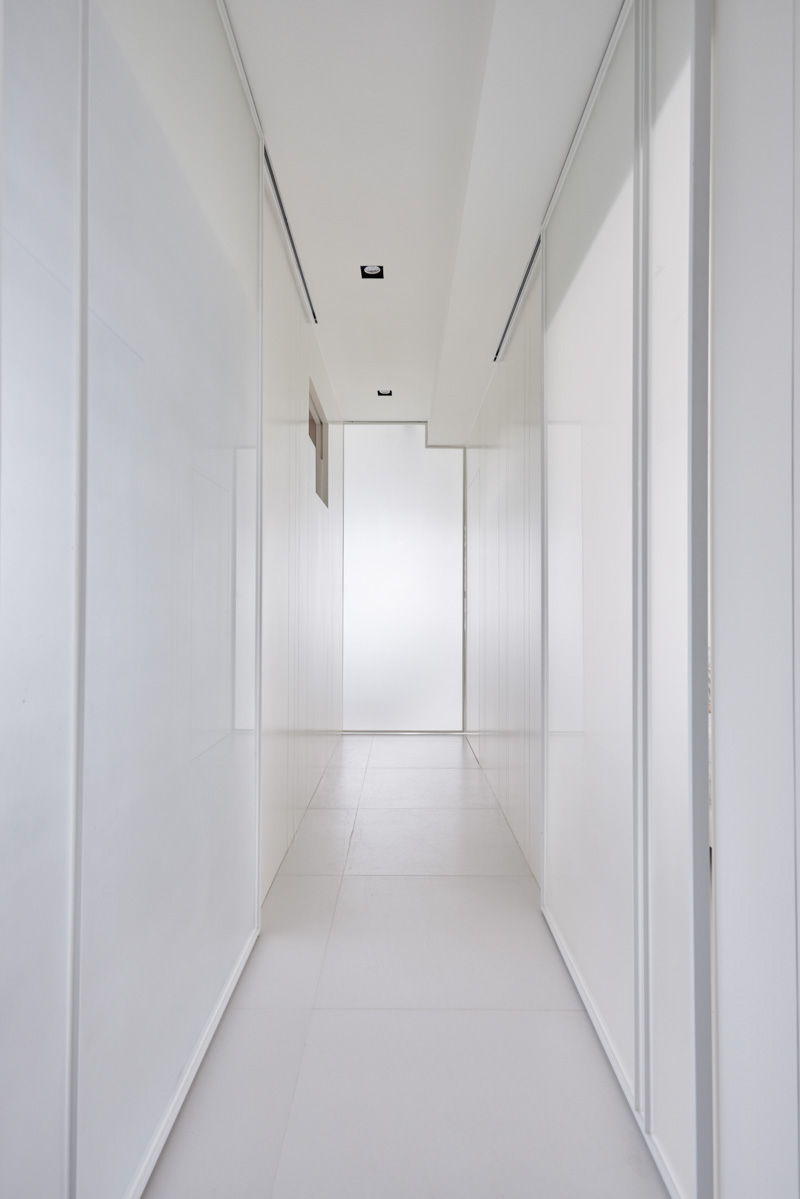 white-hallway | Interior Design Ideas.