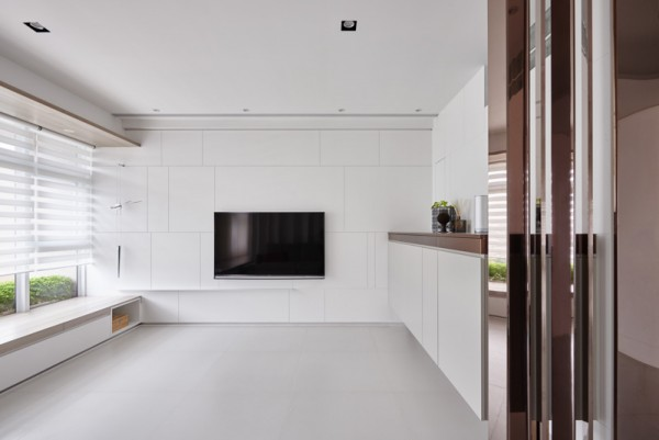 In Floor Storage Makes This Creative House Design Special