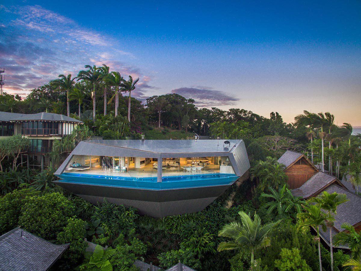 A sculptural cliffside home with a breathtaking tropical view - House with a view ...