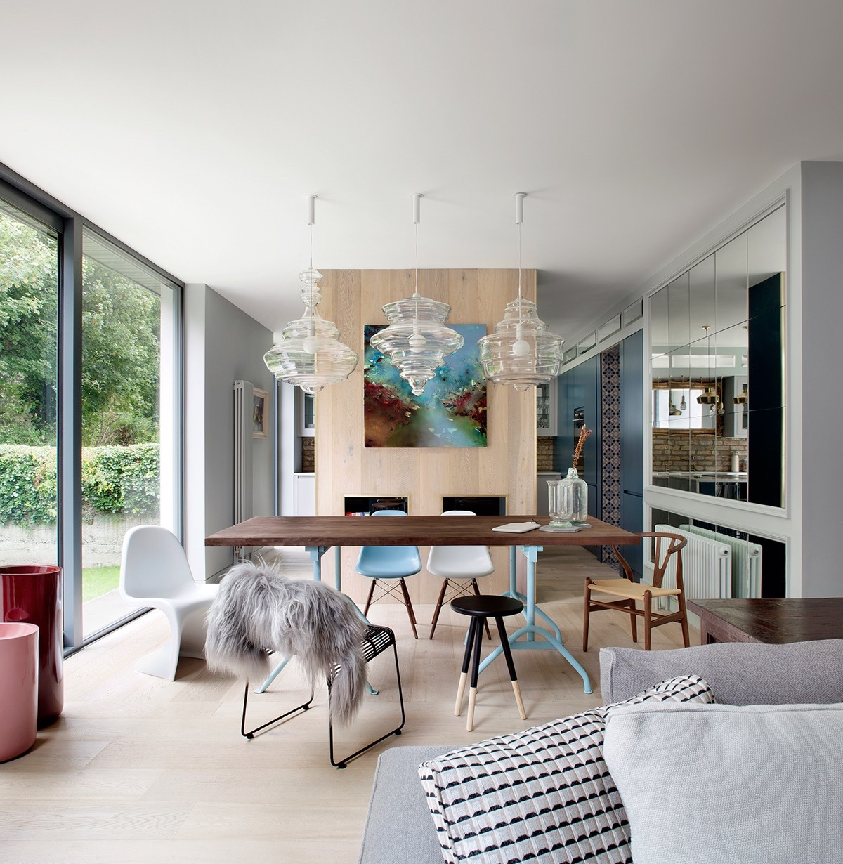 Dining Rooms That Mix Clic And Ultra Modern Decor