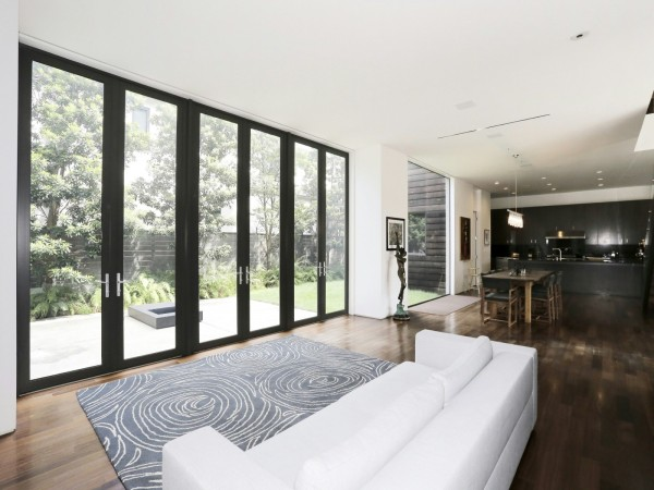 Here you can see one of the most distinctive interior features the huge aquarium in the storage volume behind the sofa